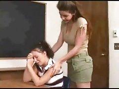 Leszbikus tanár elcsábítja a fiatal tanuló