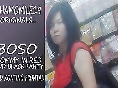 Boso anya a piros ruha fekete tanga