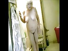 nagyszerű! az én-m forró nagyi fürdőszobában kémkedés