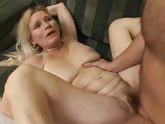 Érett nő és a fiatal férfi - 54
